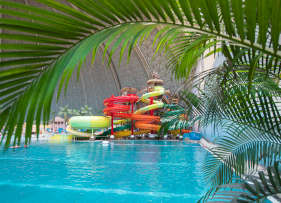 Tropical Islands Innenpool mit Rutschen
